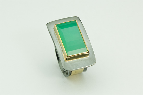 R-9-Facetted Chrysoprase, 18k gold, oxidized sterling silver. Size 7.75 to 8.